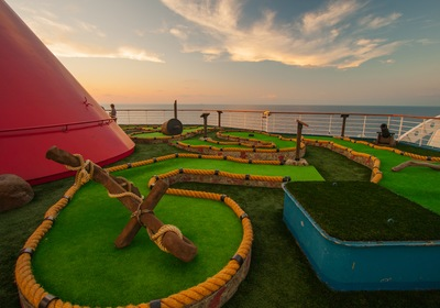 6 of the Wackiest Miniature Golf Designs in the US
